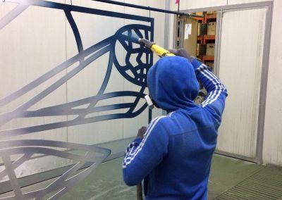 Poedercoat blauw in detail kunstwerk