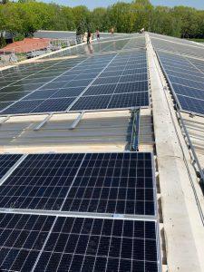 Laadpaal met overcapaciteit van zonnenstroom